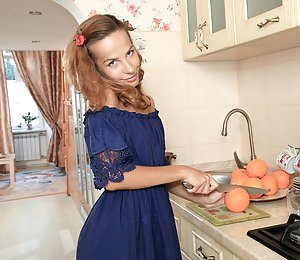 Girls Housewife Porn Pictures